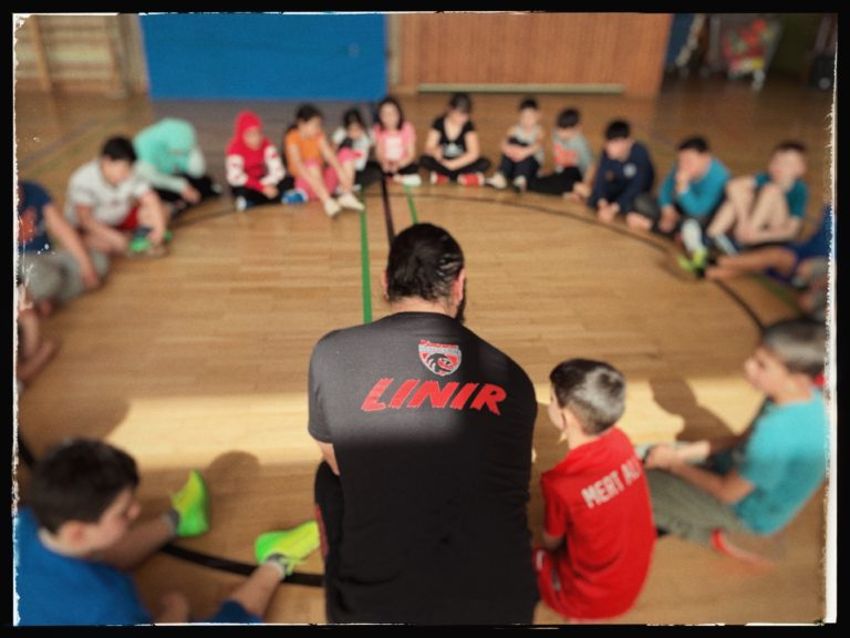 Linir Mizrahi Trainer Krav Maga Selbstverteidigung Fitness Schule Kinder Young Black Lion